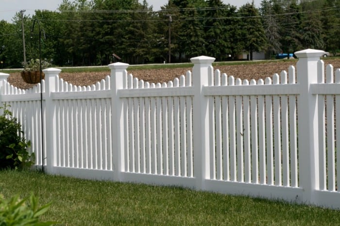 Pros and Cons of Vinyl Fencing Mommy's Memo