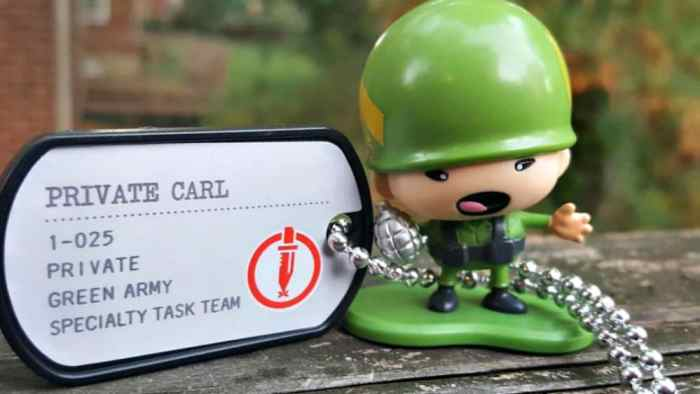 awesome little green men private carl
