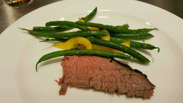beneful flank-steak-with-green-beans-and-yellow-pepper