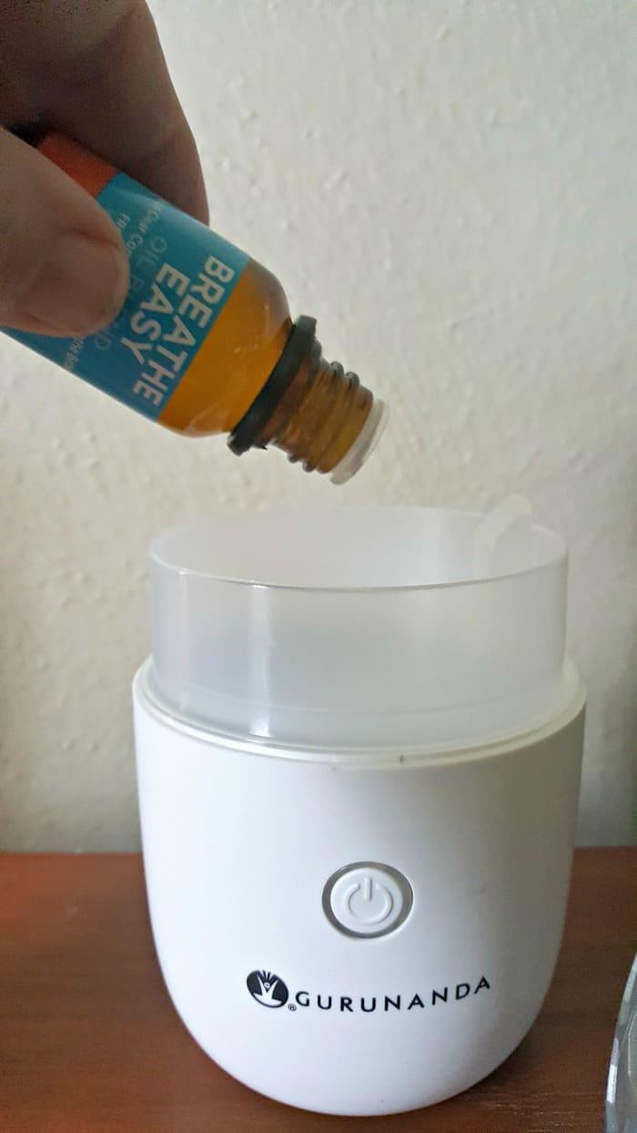 gurunanda adding essential oils