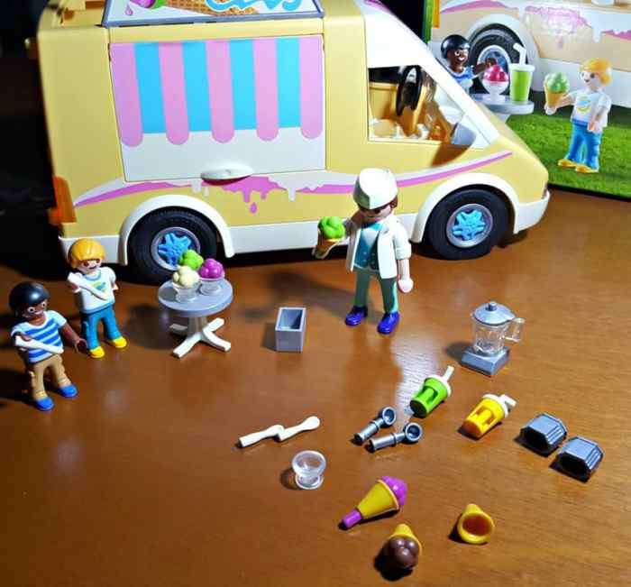 playmobil ice cream truck whats included