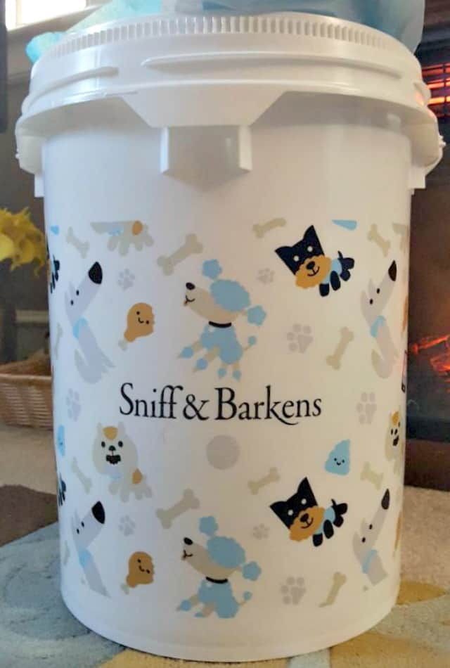 sniff and barkens holiday bucket
