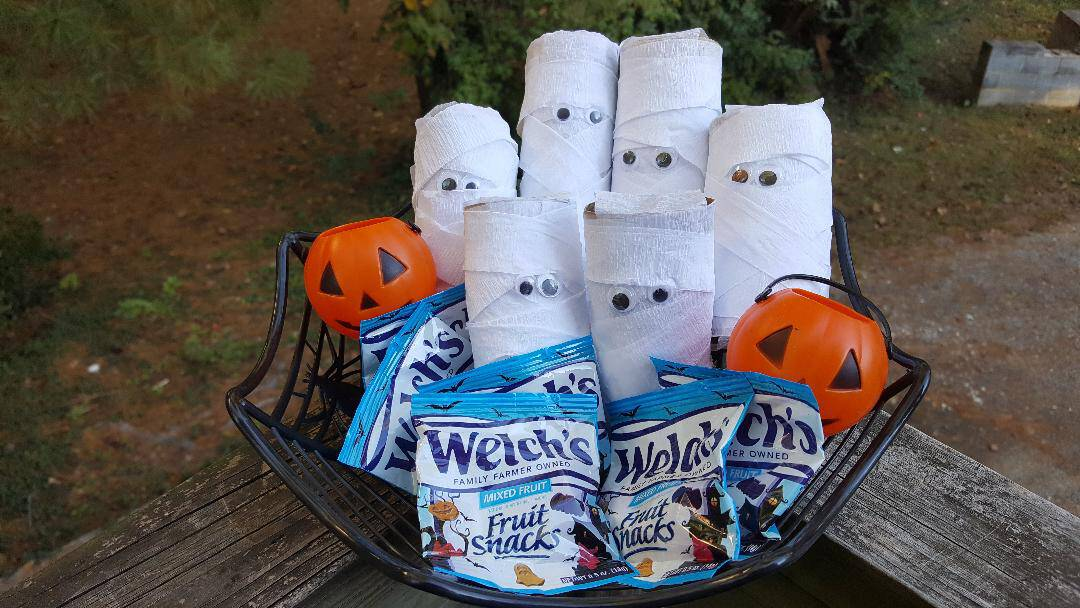 welch's fruit snack paper roll mummy craft