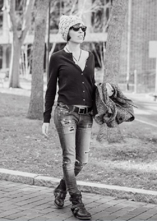 how to wear a beanie l WWW.MOMMYSTYLIST.COM @TheMommyStylist