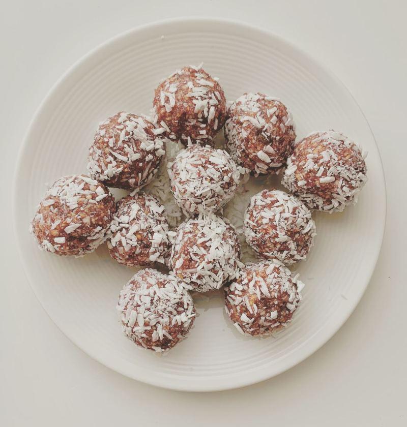 cashew coconut date balls