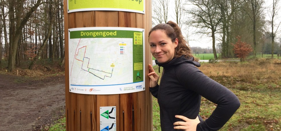 Moms Run The City lopen met Charlotte Dhuyvettere in het Drongengoedbos in Knesselare