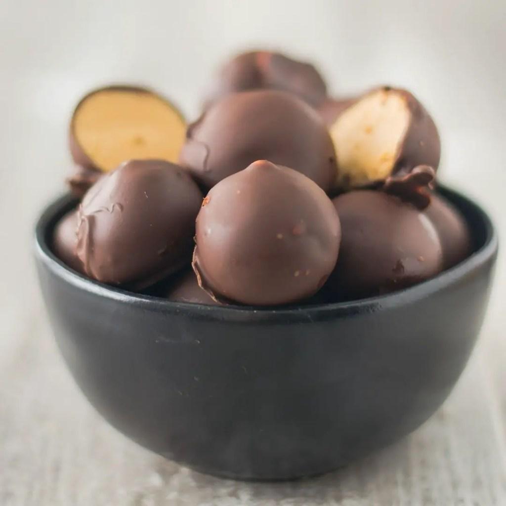 Keto-Peanut-Butter-Balls-1