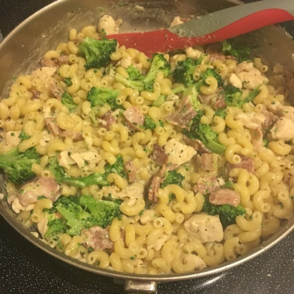 Creamy Chicken Broccoli and Bacon Pasta
