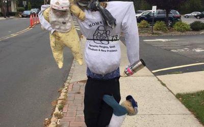 Scarecrow Finds Humor in Motherhood