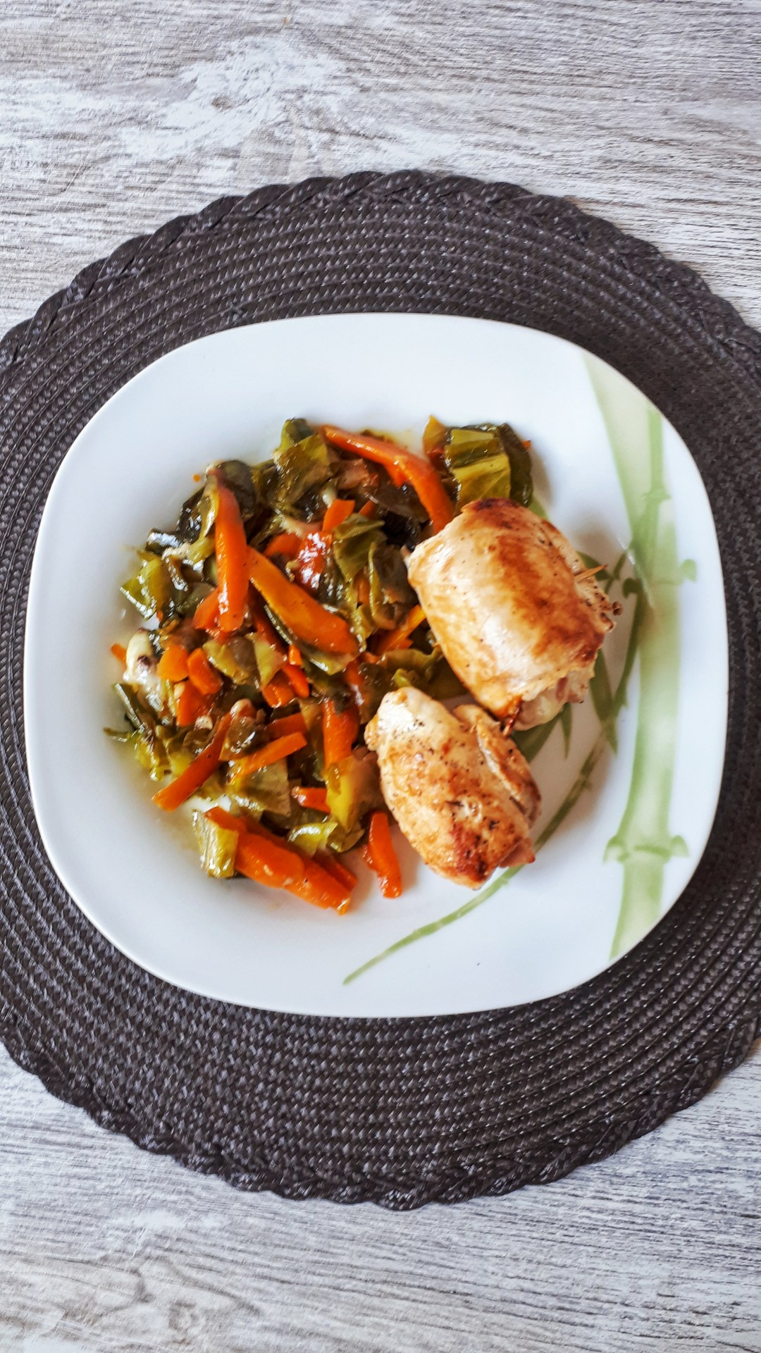 These chicken breasts stuffed with cheese and turkey ham are a low carb and healthy recipe, perfect for your weeknight dinner ou for a dinner with friends if you want to impress them. T