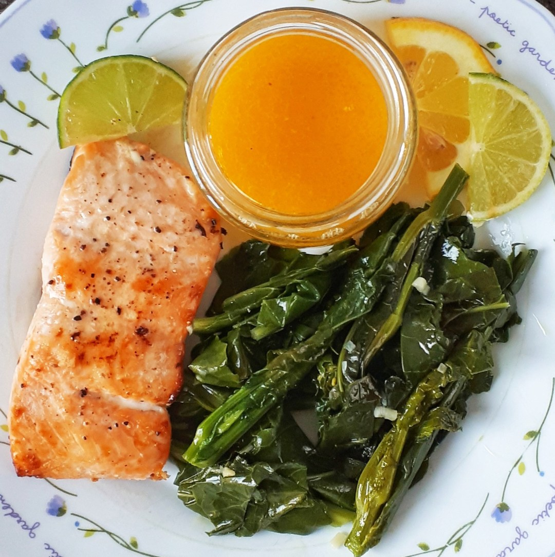 Salmon with lemon and lime butter sauce is a simple, easy, quick recipe for your weeknights dinner. It´s a healthy, low carb and keto meal that can be on the table in less than 30 minutes.