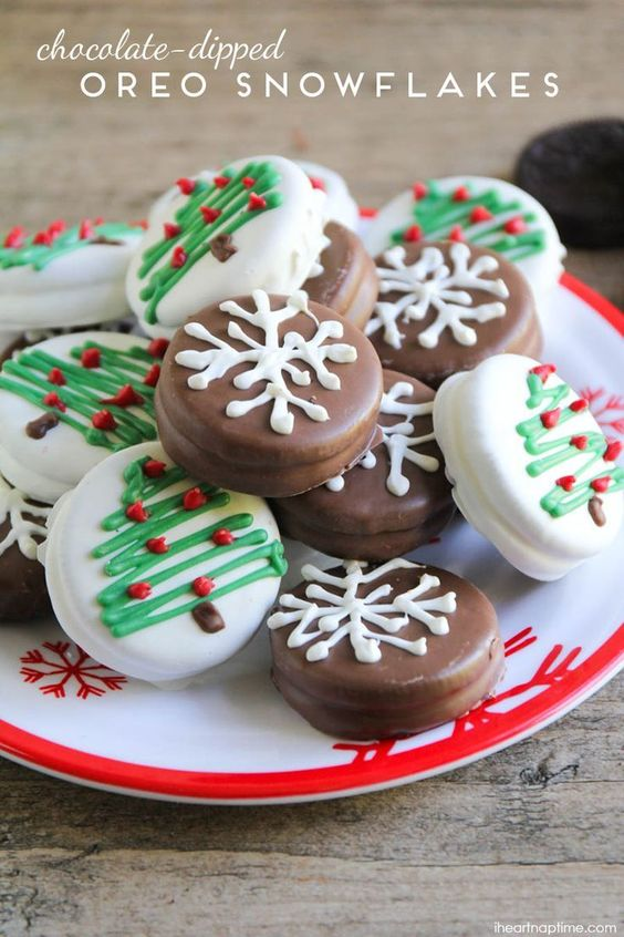 Are you looking for Christmas cookies recipes? I've got a collection of great recipes you can try this year! Save 10 easy decorated cookie recipes. #christmas #recipes #cookies #dessertfoodrecipes #xmas