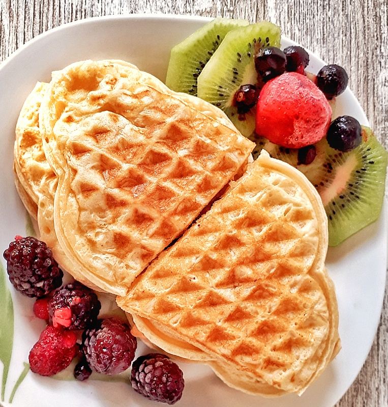 These keto and low carb waffles with almond flour are completely healthy. They are so fluffy, easy and quick to make. Perfect #ketowaffle!!