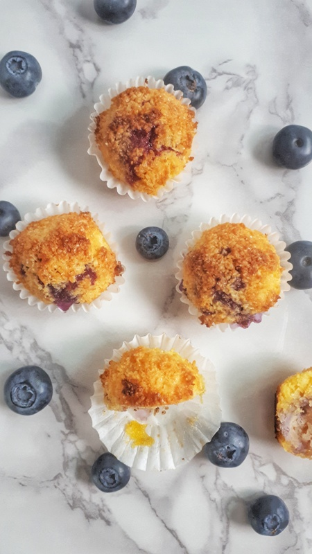 These irresistible coconut macaroons filled with blueberry are keto, low carb, paleo and sugar-free. They're ready in less than 30 minutes!