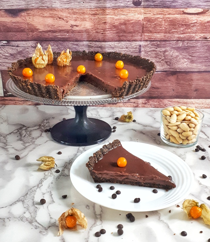 This creamy keto and low carb chocolate ganache tart is an easy and quick gluten-free, grain-free and sugar-free recipe. #ketodessert