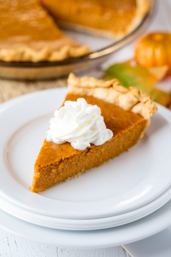 End your Thanksgiving celebrations  with these delicious pies, cakes, cookies and other decadent, fall-inspired Thanksgiving desserts. #thanksgiving