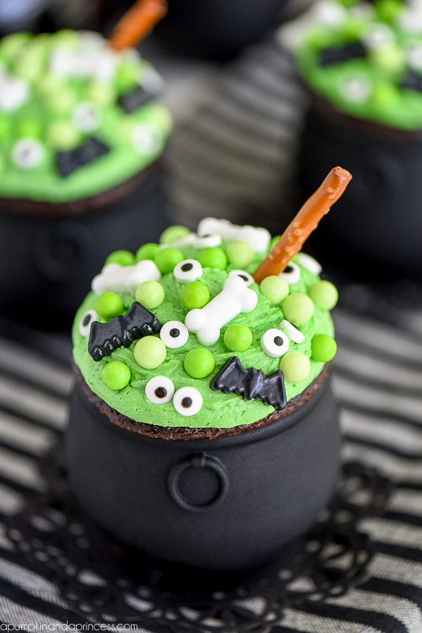 These amazing, creative and tasty ideas for Halloween Cupcakes will be the perfect addition to your spooky Halloween party. #halloween #cupcakes