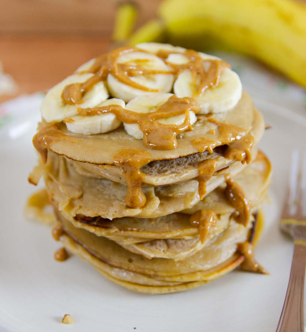 Easy and perfect for breakfast, these Oatmeal Pancakes are gluten-free, dairy-free, and sugar-free. They can be ready in just 10 minutes!