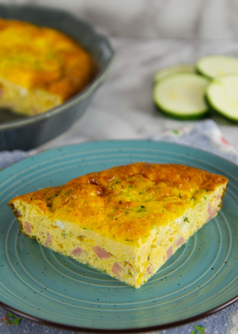 This crustless quiche is the perfect alternative to a classic quiche recipe. Perfect for brunch, breakfast, or anytime you want! #breakfast #quich2 #ketobreakfast #lowcarb #makeaheadreipes #lowcarbbreakfast