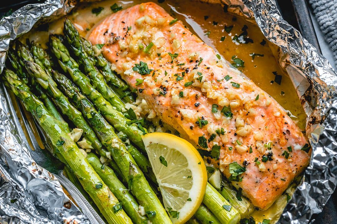 https://jenniferbanz.com/keto-teriyaki-salmon-and-broccoli