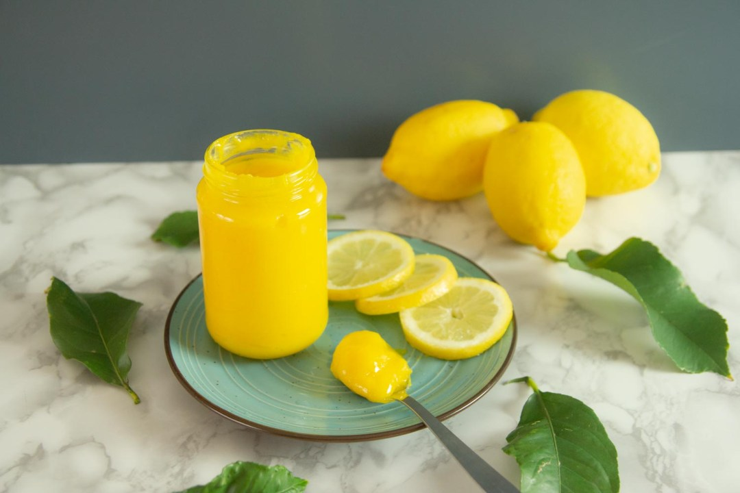 This bright, creamy and fresh Keto Lemon Curd is perfect for so many amazing spring desserts. Use it as a topping to your favorite treats! #lemoncurd #keto #lowcarb #lemonrecipes