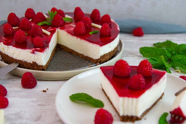 No-Bake White Chocolate Raspberry Cheesecake is a sugar-free low carb easy dessert for summer! It's SO smooth and creamy and you don't even have to turn on the oven.