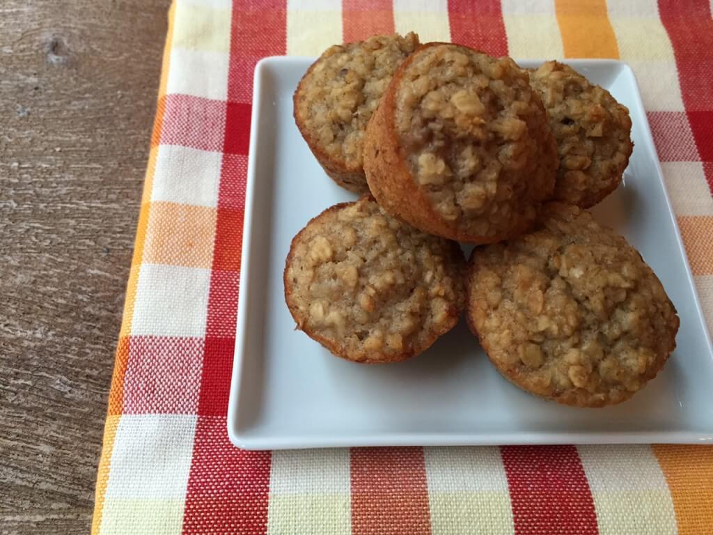 Banana Bread Mini-Muffins @MomToMomNutrition