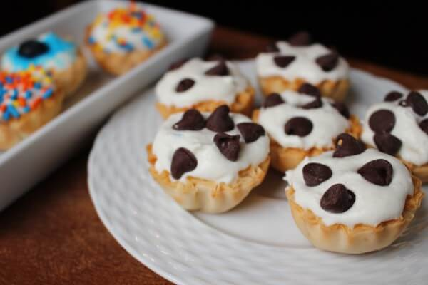 Cannoli cream pie cups satisfy any sweet tooth with a perfect, healthy bite-sized cannoli portion made with low-fat ricotta cheese and Athens mini fillo shells.