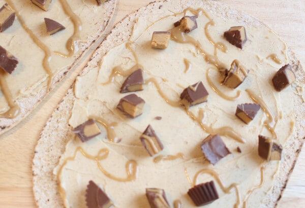 Peanut Butter Cup Pizza is the combination of two classic indulgences: peanut butter cups + pizza! Instead of a heavy crust, this sweet treat is made on Flatout Flatbread.