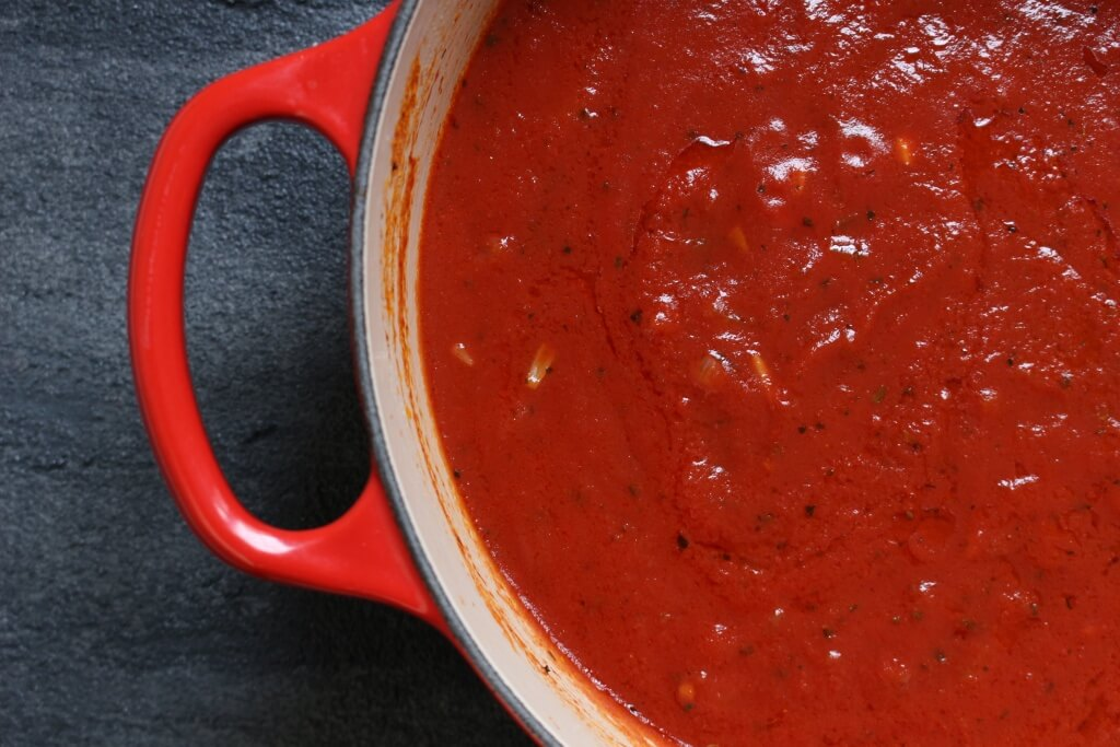 Make the most of must-have pantry foods and create this simple 10-minute tomato sauce!
