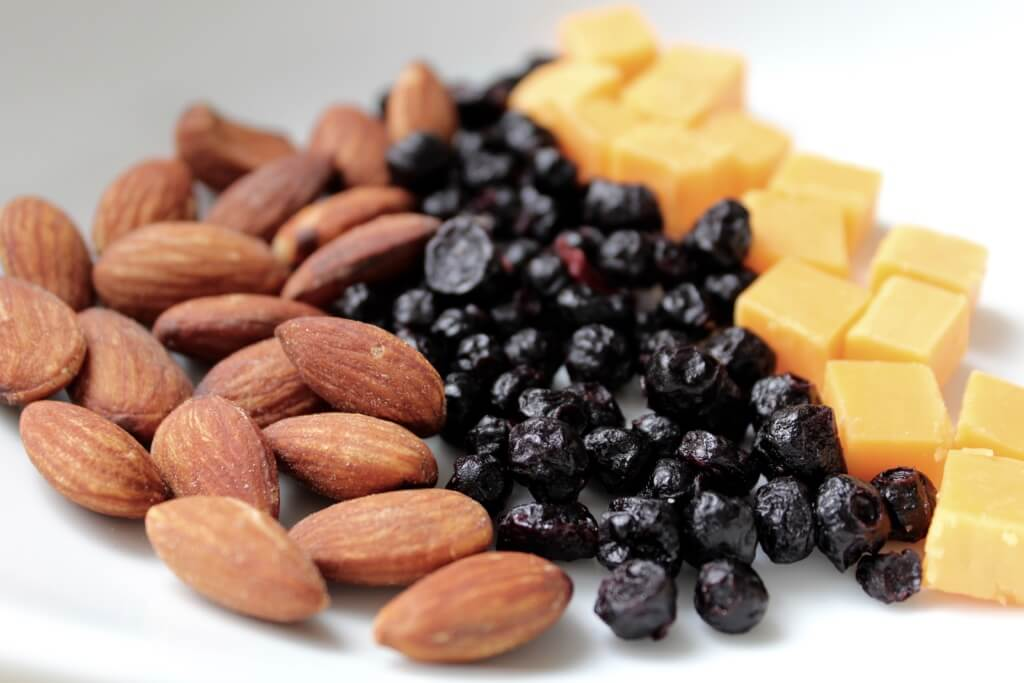 These 5 snacks are packed with powerful nutrients to keep busy moms energized all day long!