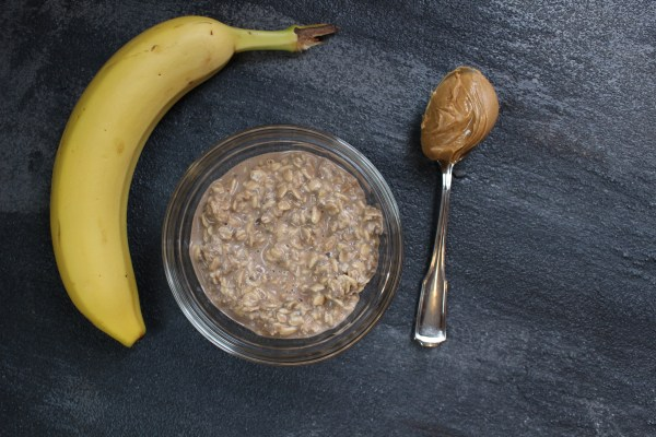 A 5-ingredient recipe for chocolate protein overnight oats makes one healthy, protein-packed recipe for breakfast or snacking!