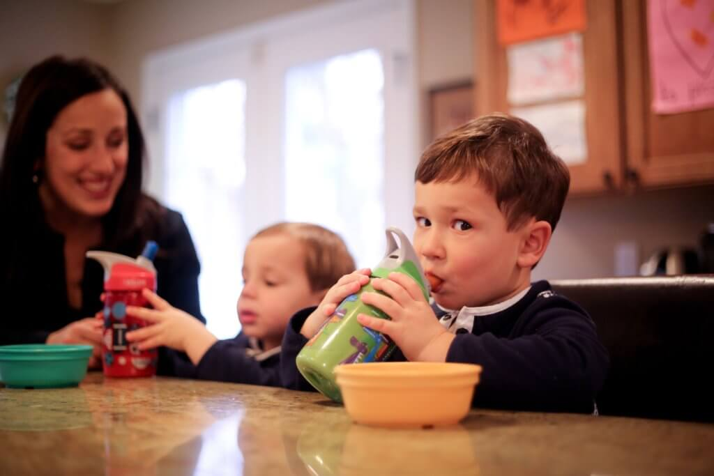http://momtomomnutrition.com/motherhood/7-tips-for-handling-picky-eaters/