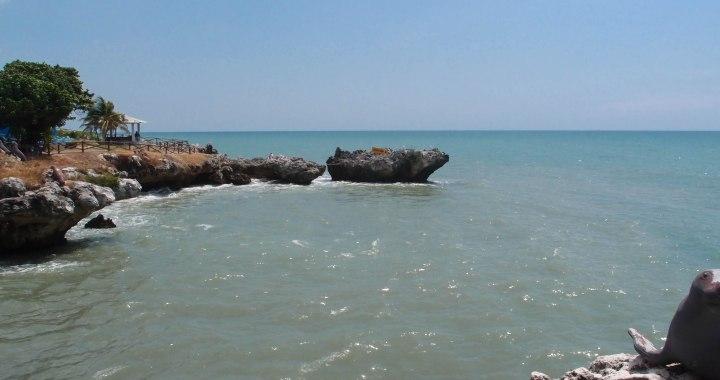 resensi dari pasir pantai berwarna abu-abu (lasak)