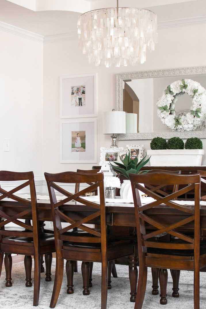 White Dining Room Decor with Wood Furniture. Modern Farmhouse.