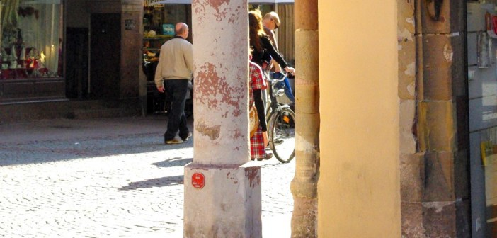 Le mesureur de ventre de Strasbourg (büchmesser ) © French Moments