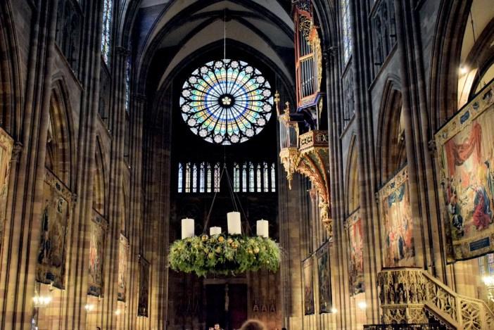 La nef de la cathédrale de Strasbourg et sa couronne de l'Avent © French Moments