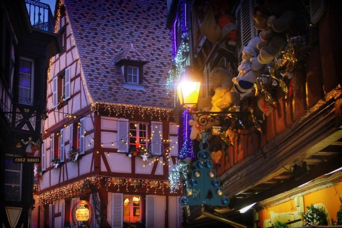 Illuminations et décorations de Noël, rue des Marchands, Colmar © French Moments