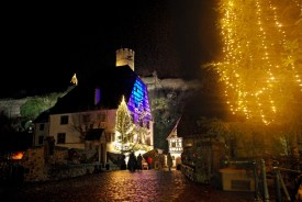 Le pont fortifié de Kaysersberg à Noël © French Moments