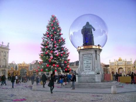 Stanislas dans une boule de Noël