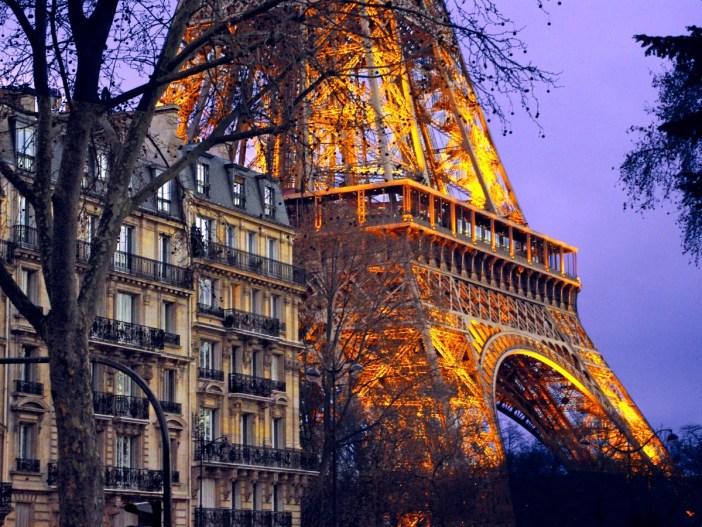 Quai Branly Tour Eiffel Paris