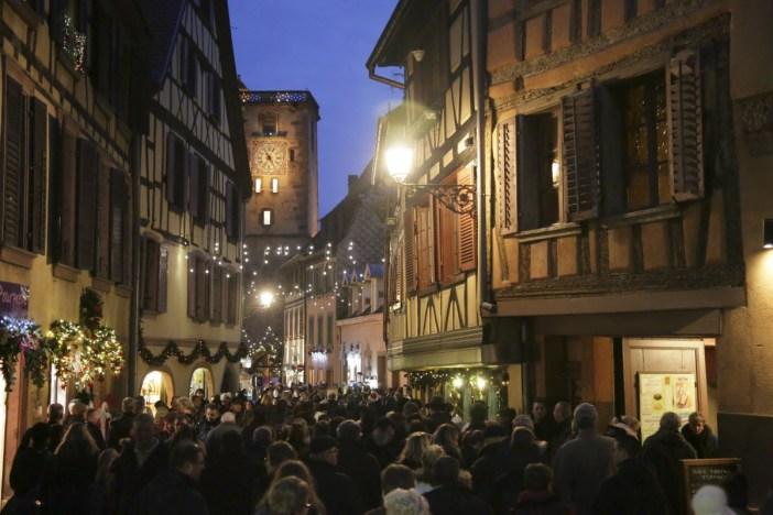 La Grand'Rue de Ribeauvillé à Noël © Office de Tourisme Pays de Ribeauvillé-Riquewihr