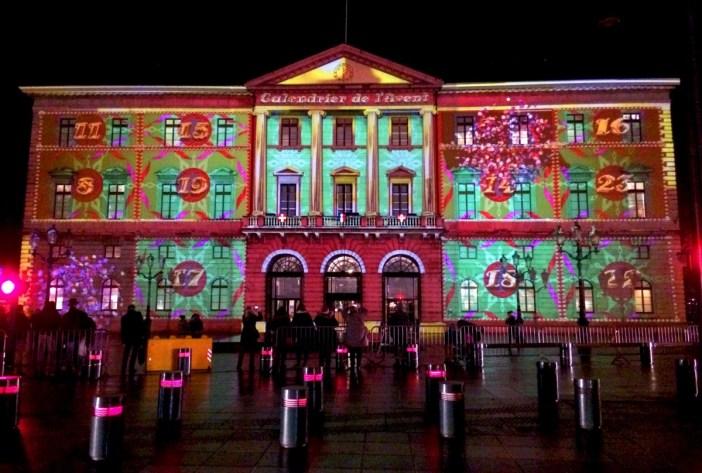 Projection vidéo sur la façade de l'Hôtel de Ville d'Annecy © French Moments