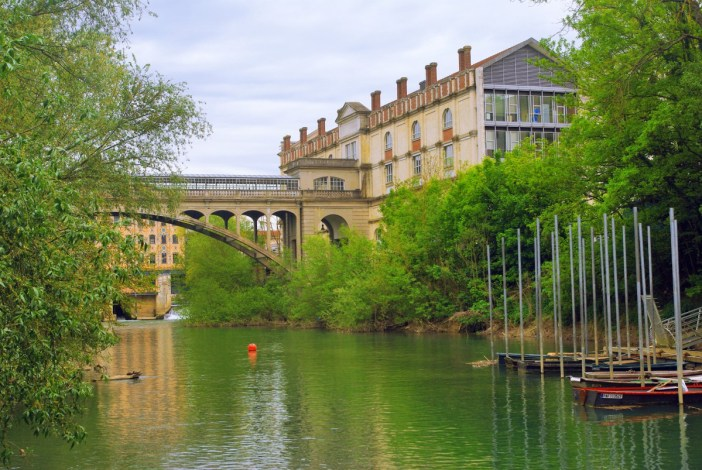 Le pont Hardi enjambant la Marne © French Moments