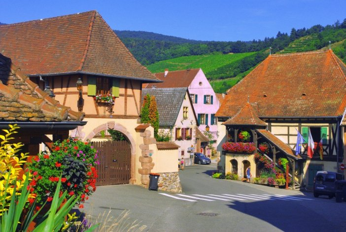 Villages d'Alsace - Niedermorschwihr, Alsace © French Moments