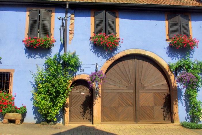 Portes cochère et piétonne à Beblenheim © French Moments