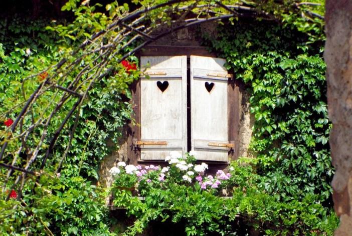 Volets avec ouvertures en forme de cœur, Gueberschwihr © French Moments