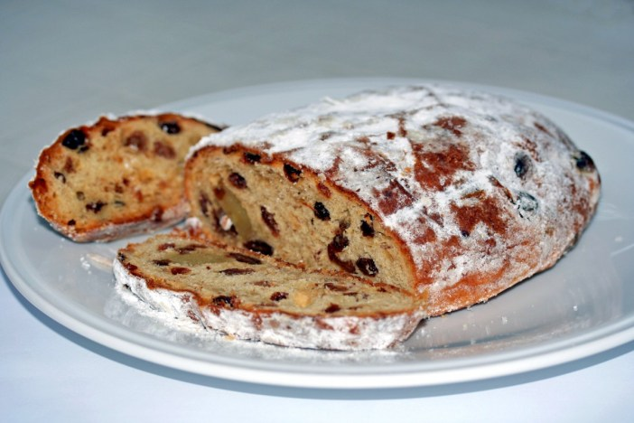 Stollen © Cornischong - licence [CC BY-SA 3.0] from Wikimedia Commons