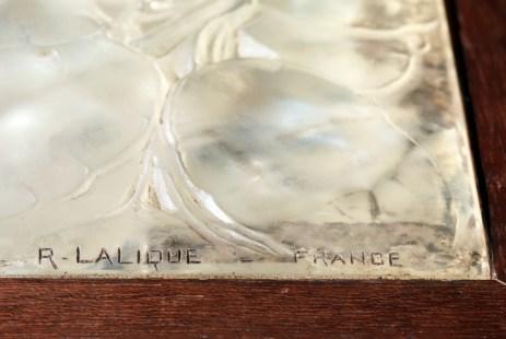 """Détail du Coffret en verre """"Monnaie du pape"""" par René Lalique © licence [CC0] from Wikimedia Commons"""