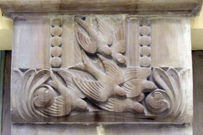 Chapiteaux sculptés de la gare de Metz © French Moments